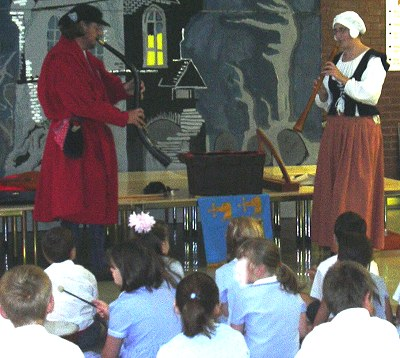 Wyldes Noyse leading a school workshop